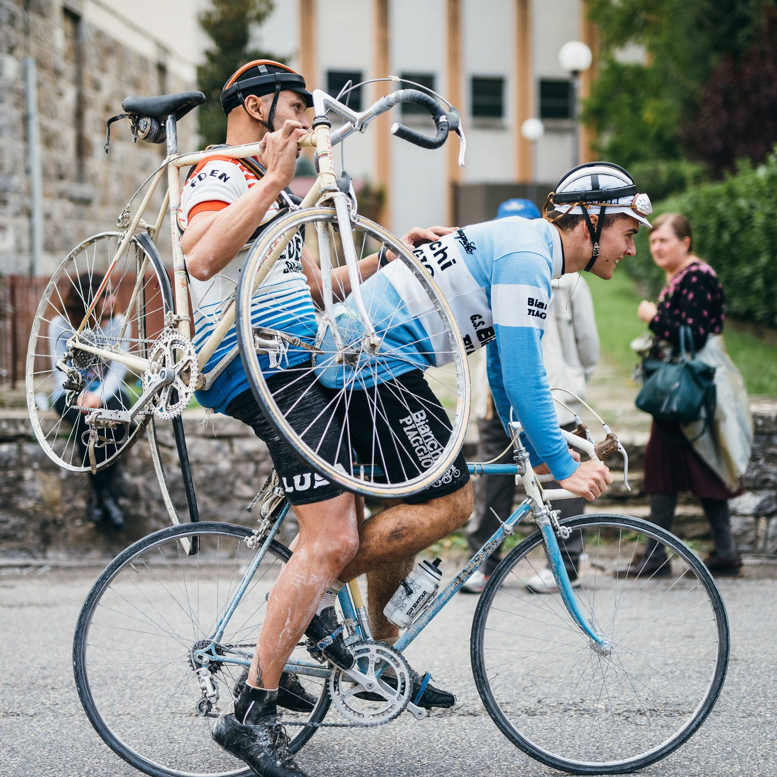 No rider left behind – the camaraderie of the road is a big part of what makes L'Eroica so special.